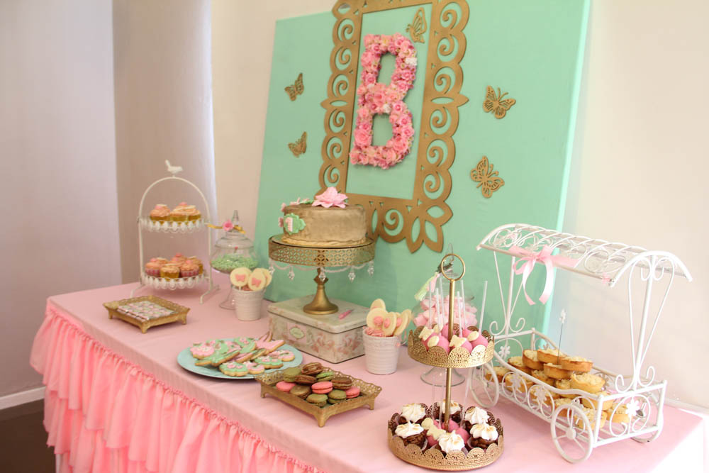 Cakes and co party planning styling mariposas y for Decoracion de cumpleanos rosa y dorado